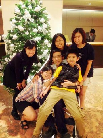 Wong Ho Leng and family christmas tree