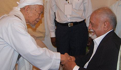 The late Nik Aziz and the late Karpal Singh. Despite their differences, Nik Aziz made the effort to reconcile them and this picture, taken during a tense time when churches had been bombed over the 'Allah' issue, shows the kind of man Nik Aziz was.