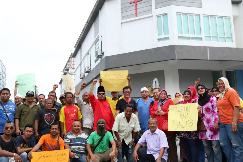 The 50-odd people who protested at Taman Medan.