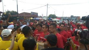 The Red Shirts clash with several Bersih supporters during its convoy to Lumut (pic from Bersih 2.0 official FB page)